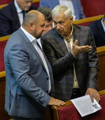 Ляшку та Оксані Продан показали газету про 29 «запроданців», які голосували за відставку Каспрука - фото
