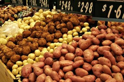 Чому деяким людям не можна їсти картоплю і помідори: відповідь шокує