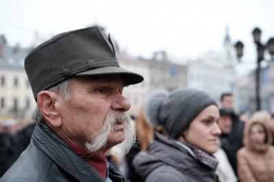 Чернівецька облрада проситиме парламент подбати про соцзахист активістів Народного Руху