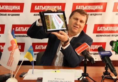 Невідомі кинули вибухівку на подвір'я екс-депутата Чернівецької облради