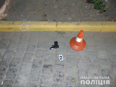 У центрі Чернівців у нічній перестрілці постраждали двоє осіб: поліція відкрила справу