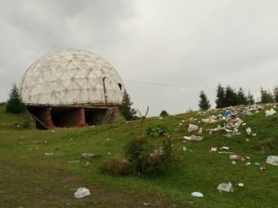 Вивезли дві підводи сміття: журналісти показали, який безлад залишили гості після фестивалю на Томнатику - фото
