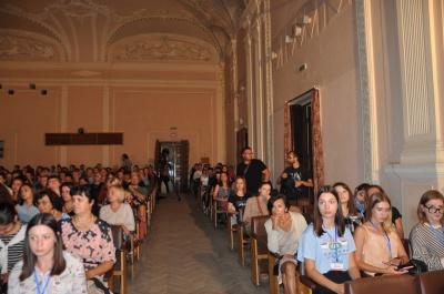 «Театр вух»: у Чернівцях презентували аудіовиставу за мотивами книги Христі Венгринюк