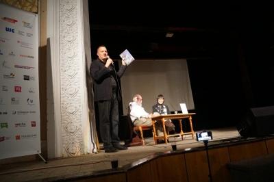 Винно-поетичний вечір: у Палаці культури презентували нову книжку Ігоря Померанцева - фото