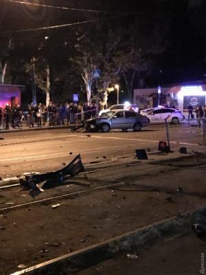 В Одесі авто влетіло в зупинку транспорту: троє загиблих - фото