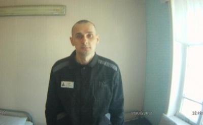 Співробітники колонії вмовляють Сенцова припинити голодування