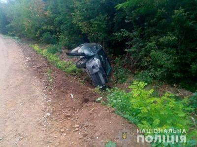 У Чернівецькій області в жахливій ДТП загинула водій «ВАЗу» - фото