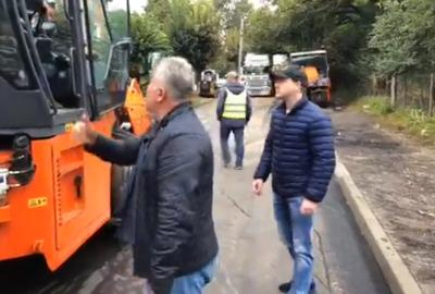 «Де селфі з парасолею?»: Каспрук розкритикував «дощовий» ремонт вулиці Щербанюка