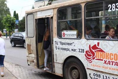 У Чернівцях жителі міста просять міськраду покращити тролейбусний трафік