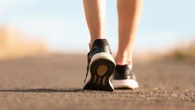 Чому варто проходити 10 тисяч кроків щодня: пояснює тренер