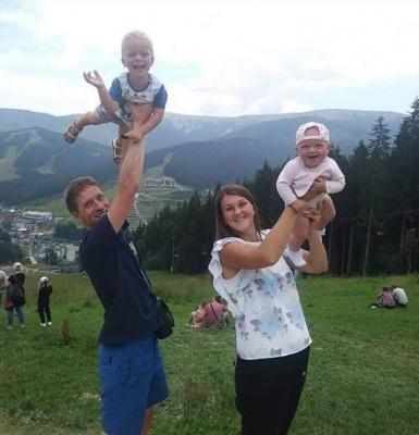 У Чернівцях попрощалися із молодою сім'єю, яка загинула у страшній ДТП в Коломиї - фото