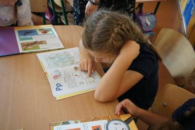 Школярі з Буковини отримали вчасно підручники і словники