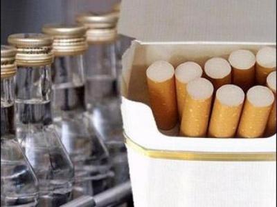 На Буковині судитимуть чоловіків, які незаконно виготовляли цигарки і збували спирт