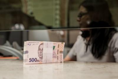 Українці почали забирати гроші з депозитів