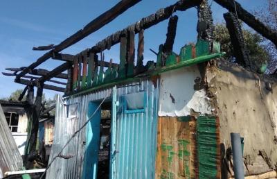 Залишились без даху: в ранковій пожежі на Буковині частково згорів житловий будинок