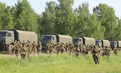 Розвідка: Росія під виглядом навчань перекидає до українського кордону війська