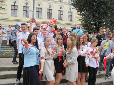 У Чернівцях влаштували концерт з нагоди 48-ї річниці першого виконання «Червоної рути»