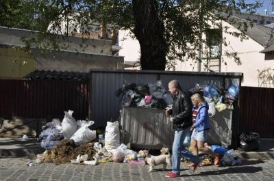 У Чернівцях виконком підняв тариф за вивезення сміття для спецкомунтрансу