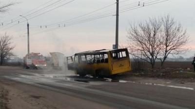 На Буковині через коротке замкнення спалахнув автобус