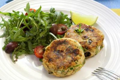 Ідея незвичайної закуски: картопляні котлети з брюссельською капустою і зеленню
