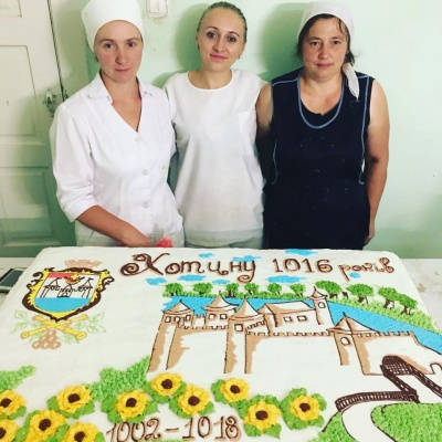 На день народження Хотина пригощатимуть тортом на півсотні кілограмів