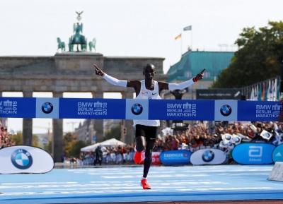 Кенійський спортсмен встановив новий світовий рекорд у марафонському бігу