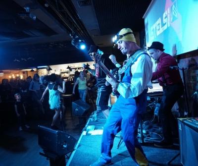 «Школа DJ-їв»: гурт Stelsi з Чернівці презентував найтанцювальніший кліп сезону