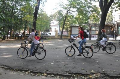 «Леді на велосипеді»: у Чернівцях десятки жінок влаштували велопарад - фото