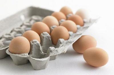 Як визначити вдома чи свіже куряче яйце: способи