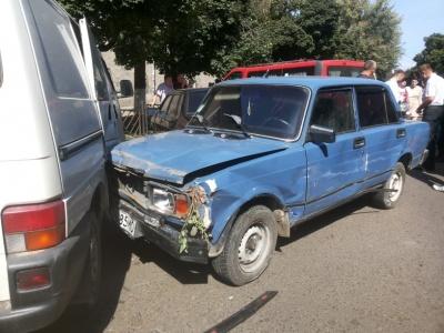 Протаранив 9 авто, бо був п'яний: подробиці ДТП у Чернівцях