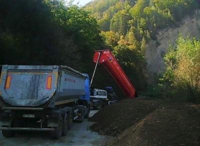 Дорогу на Буковину, яку перекривали жителі Прикарпаття, почали ремонтувати