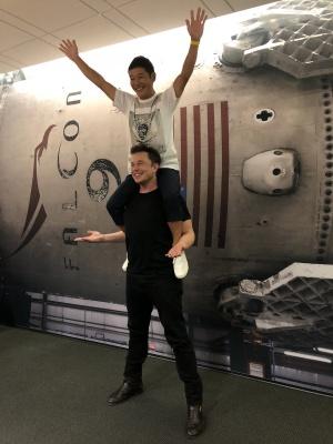 У Маска обрали першого туриста, який полетить навколо Місяця
