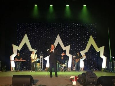 Павло Дворський із синами заспівав на благодійному концерті в Чернівцях