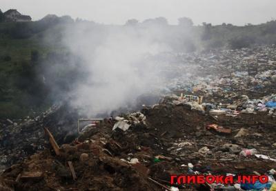 На Буковині невідомі підпалили сміттєзвалище: зловмисників шукають