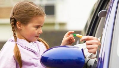 """""""Сусідка помітила, як засовував дитині до рота цукерку"""": патрульні розповіли деталі  інциденту з 6-річною дівчинкою"""