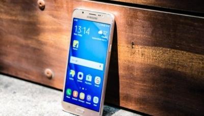Samsung представив два нові смартфони серії Galaxy J