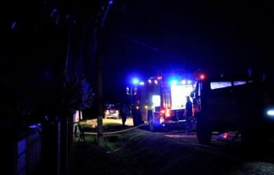 Заметил прохожий: на Буковине спасли от огня два здания и автомобиль - видео