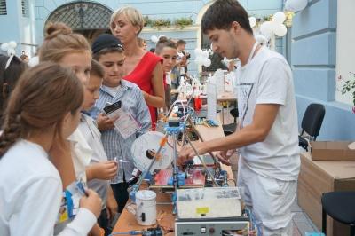 Влаштували бої роботів: у дворику ратуші відбувся «Start IT Fest» - фото