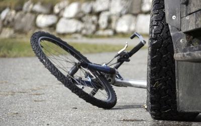 На Прикарпатті службовий позашляховик керівника поліції на смерть збив велосипедиста