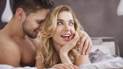 Заводиться з півоберта: психологи пояснили, як жінка обирає парнера