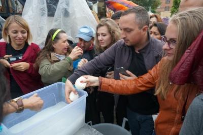 Встановили рекорд: у Чернівцях виготовили найбільшу головку сиру - фото