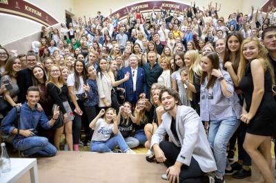 Під «Ніно» та розмови про життя: Винник провів першу лекцію у Поплавського - фото