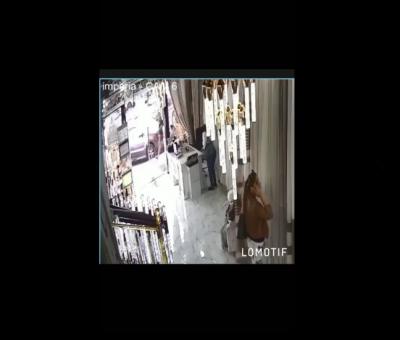 Діяла бригада з п'яти жінок: у Чернівцях обікрали салон гардин