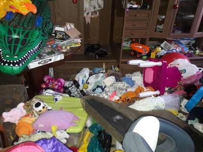 «Понищили меблі, вкрали золото»: у Чернівцях злодії пограбували волонтерку