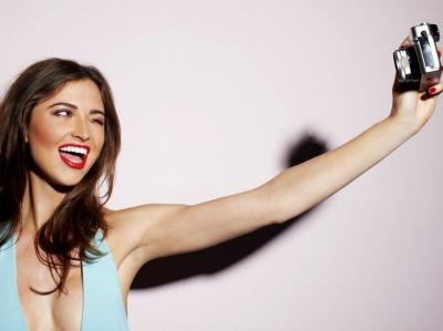 Вчені розповіли, чому жінки публікують селфі