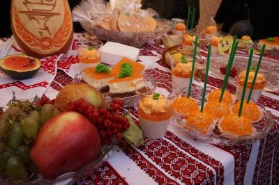 З гарбузом мафіни і чізкейк: у центрі Чернівців влаштували «Свято гарбуза» - фото
