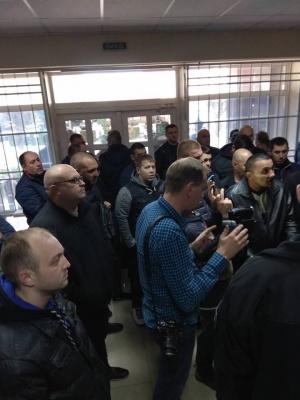 У Чернівцях люди пікетують управління патрульної: вимагають звільнити керівника - фото