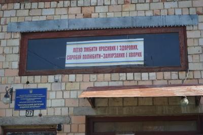Зіпсовані харчі і прострочені ліки: правозахисники виявили ряд порушень у дитячому будинку-інтернаті на Буковині