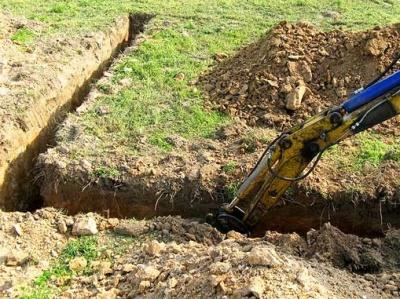 У Чернівцях копачі траншеї знайшли тіло чоловіка