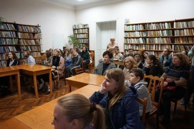 У Чернівцях влаштували бібліотечну вечірку
